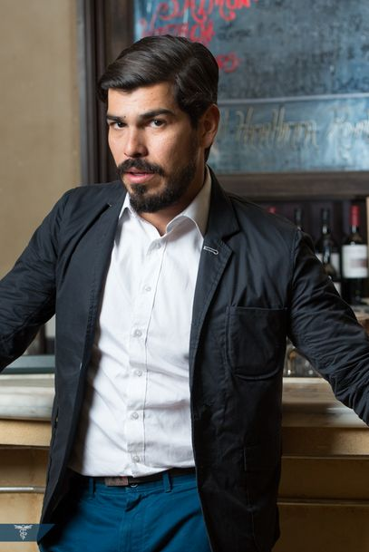 Raúl Castillo | Looking